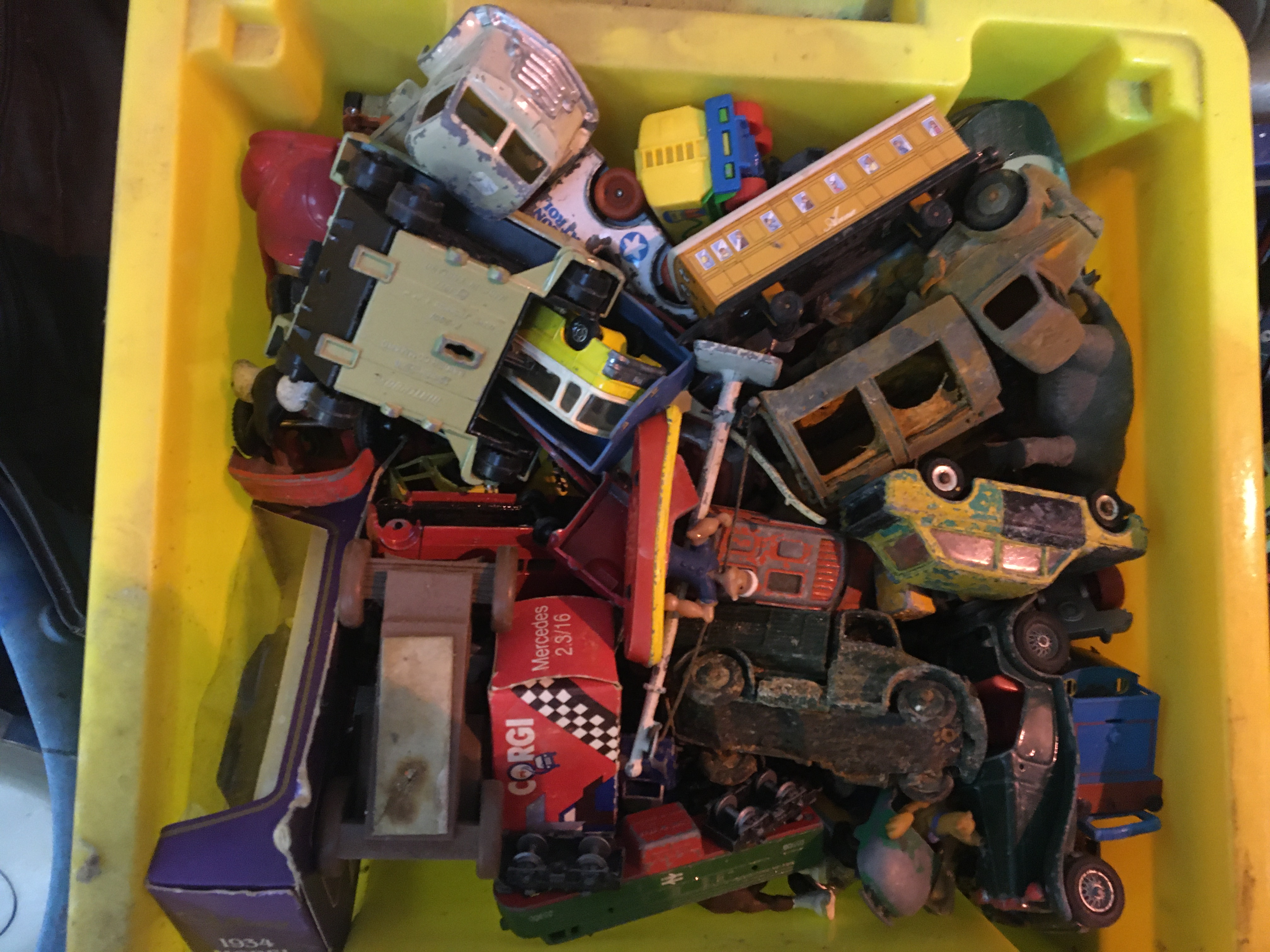 Qty vintage die cast cars