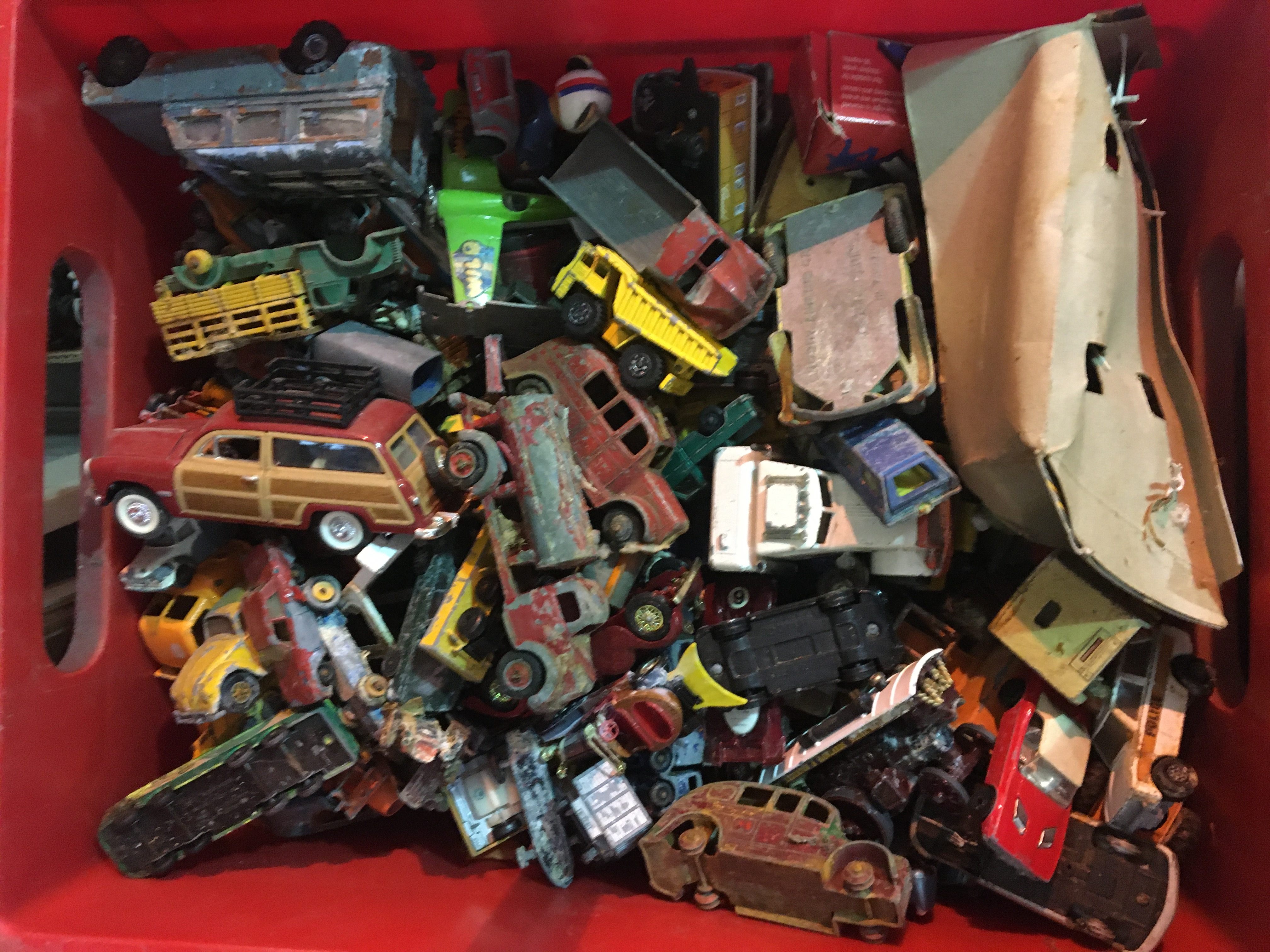 Qty Vintage diecast cars.