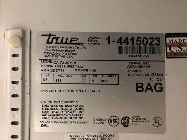 """Table de préparation réfrigérée TRUE # QA 72-30MB, 3 portes, 6' x 36"""" - compresseur intégré - Image 3 of 6"""