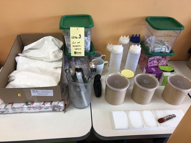 Lot d'items variés, plastiques