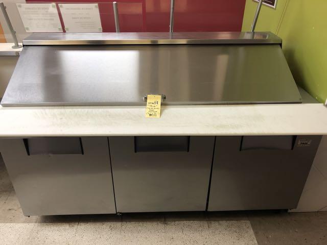 """Table de préparation réfrigérée TRUE # QA 72-30MB, 3 portes, 6' x 36"""" - compresseur intégré"""