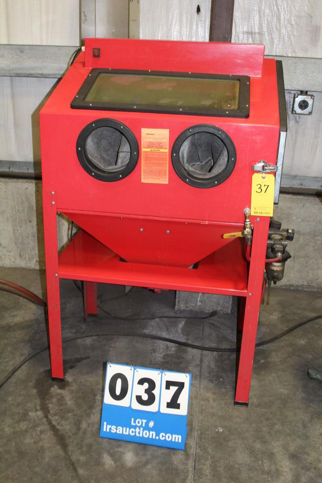 Lot 37 - CENTRAL PNEUMATIC 93608 SELF SELF CONTAINED BLAST CABINET, 125 PSI MAX