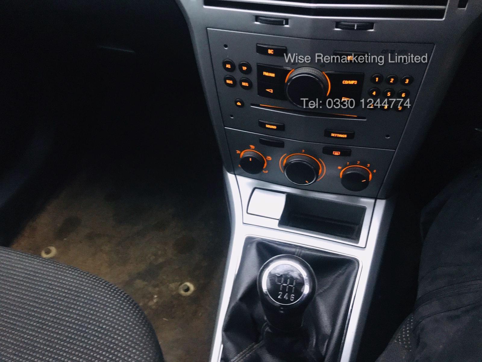 Lot 27 - (RESERVE MET) Vauxhall Astra Van 1.3 CDTi - 2011 Model - 5 Seater Crew Van - SAVE 20% NO VAT