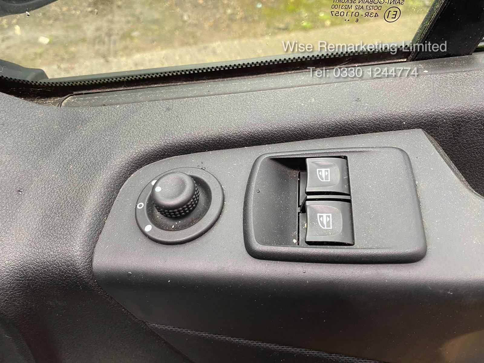 Lot 4 - (Reserve met)Vauxhall Vivaro 2900 Sportive Dualiner 1.6 CDTI - 2017 Reg- 6 Seats - 1 Owner - Euro 6