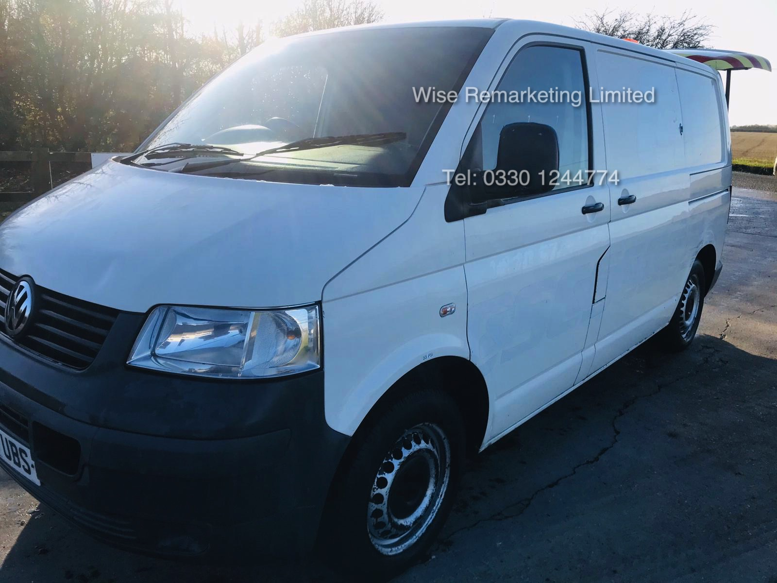 Lot 31 - (RESERVE MET) Volkswagen Transporter T28 1.9 TDI - 2010 Model - Towing Dolly - 1 Keeper From New -