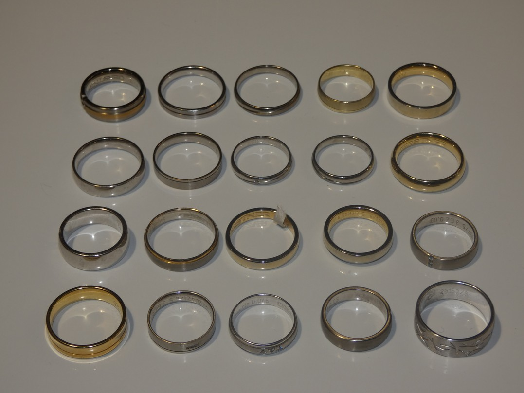 Lot 29 - Lot to Contain 20 Gestner Style Desginer Shoe Piece Wedding Rings in Assorted Sizes and Styles