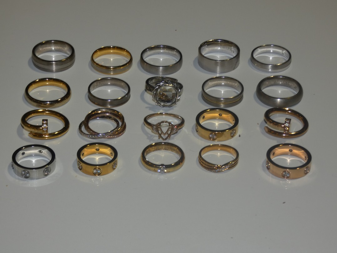 Lot 34 - Lot to Contain 20 Gestner Style Desginer Shoe Piece Wedding Rings in Assorted Sizes and Styles
