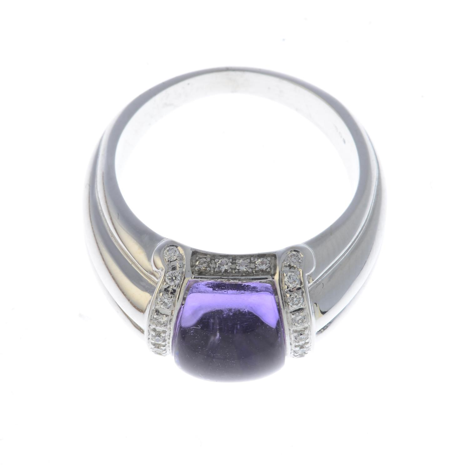 Lot 32 - An 18ct gold amethyst and diamond ring.