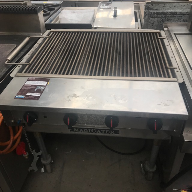 """Lot 58 - Magicater LPC30 Outside use GAS GRILL Magicater Transportable Gas Grill, 30"""", aluminized steel"""