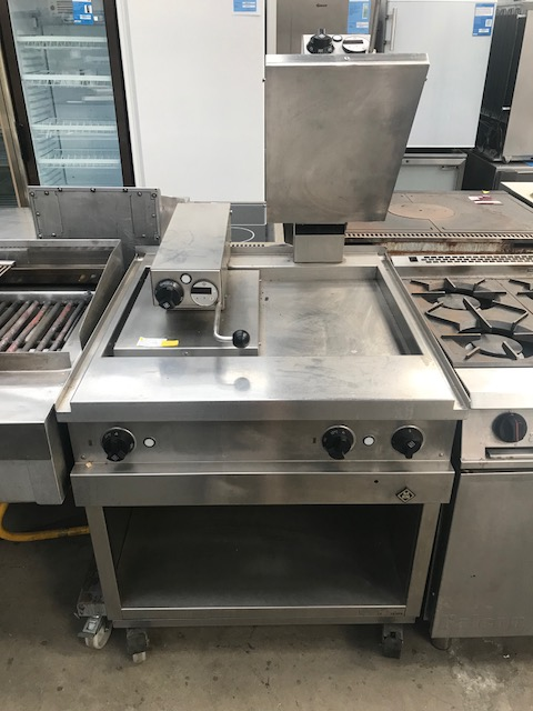 Lot 40 - MKN  2021115 Floor standing Clamp Grill Visible surfaces ground and matt brushed, grain size 320.