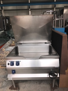 Lot 42 - Electrolux Gas Bratt Pan Gas Bratt Pan Bratt Pan. Manual tilt with large 100litre capacity.