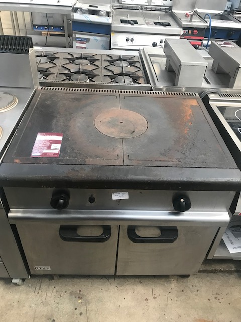 Lot 44 - Lincat OG8005/N Gas solid top with oven Powerful, reliable and built to last, the natural gas Lincat
