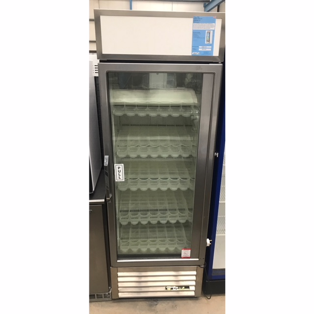 Lot 30 - TRUE GDM-19t Display Chiller This True GDM-19T single door display refrigerator is perfect for