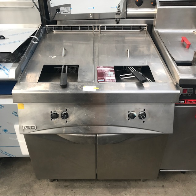Lot 55 - Zanussi Twin tank gas fryer Twin tank Gas fryer, stainless steel coated . 800 x 900 x 900mm