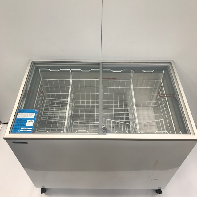 Lot 35 - Tefcold IC-NIC/SC 2 door glass chest freezer An excellent choice of sliding glass lid chest freezers