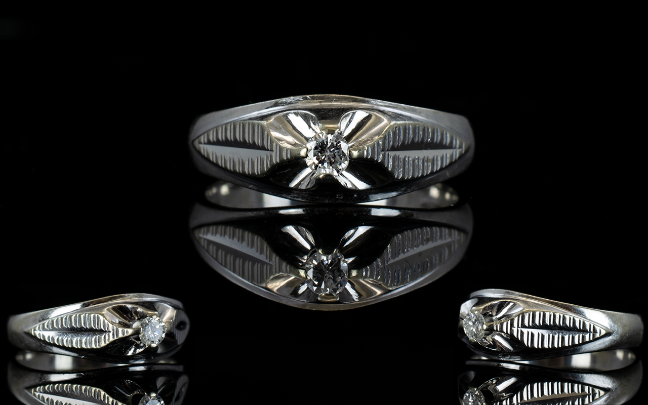 Lot 53 - Contemporary Design 18ct White Gold Sing