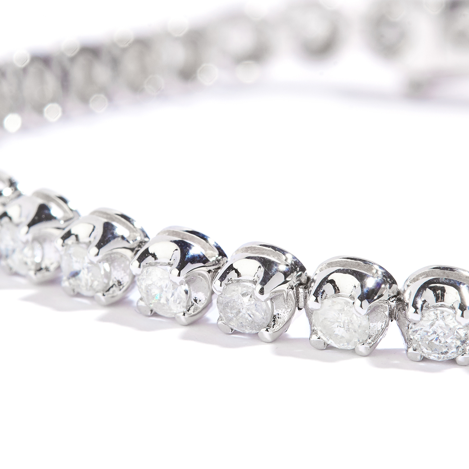 Los 4 - 3.25 CARAT DIAMOND LINE BRACELET in 18ct white gold, set with round cut diamonds totalling