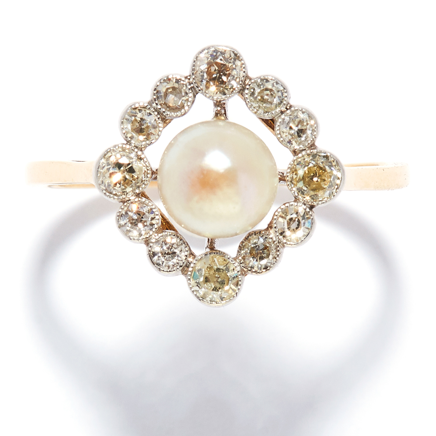 ANTIQUE PEARL AND DIAMOND DRESS RING in high carat yellow gold, set with a pearl of 6.2mm in a