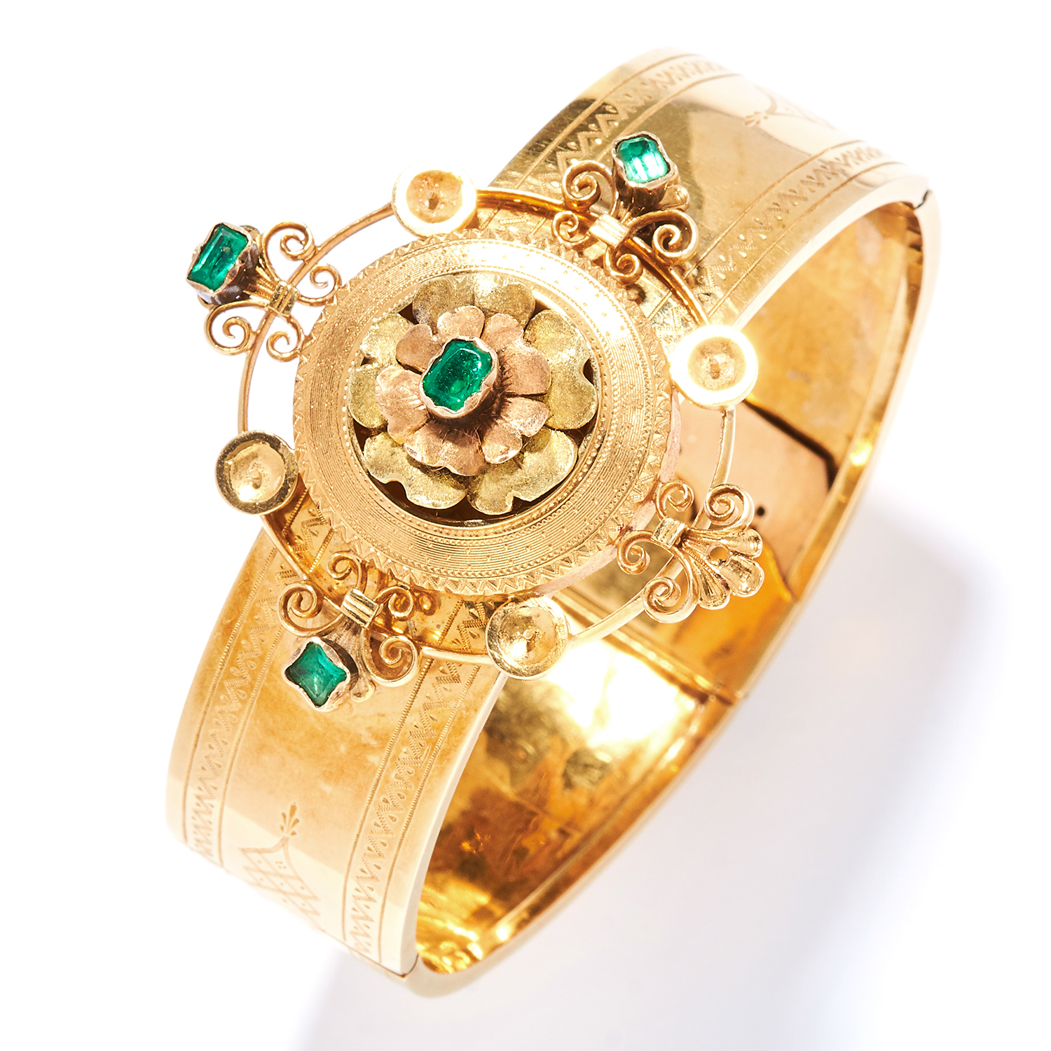 ANTIQUE EMERALD BANGLE, 19TH CENTURY in high carat yellow gold, the band with engraved decoration,