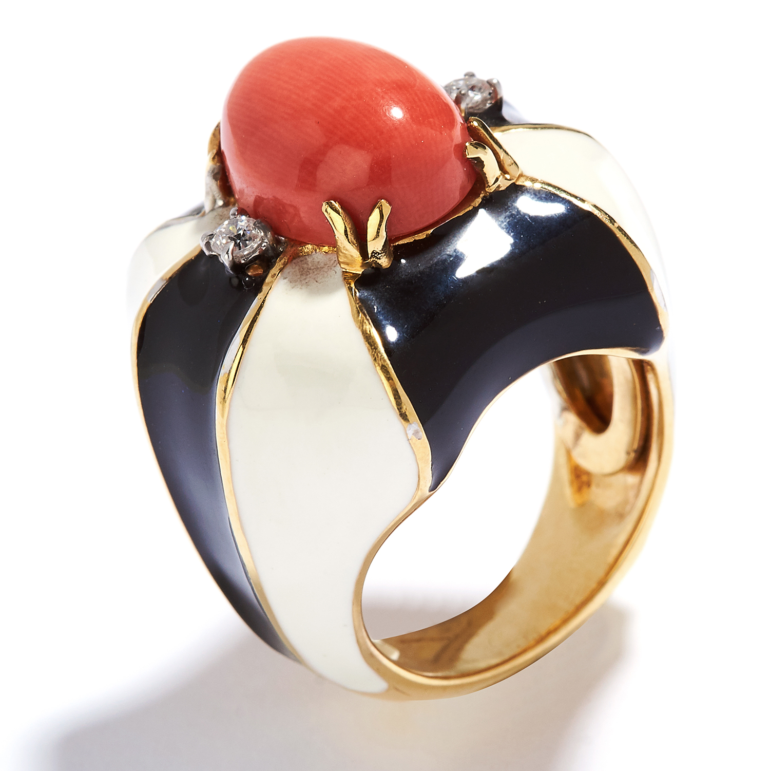 CORAL, DIAMOND AND ENAMEL RING in 18ct yellow gold, the oval coral cabochon within a border of - Bild 2 aus 2