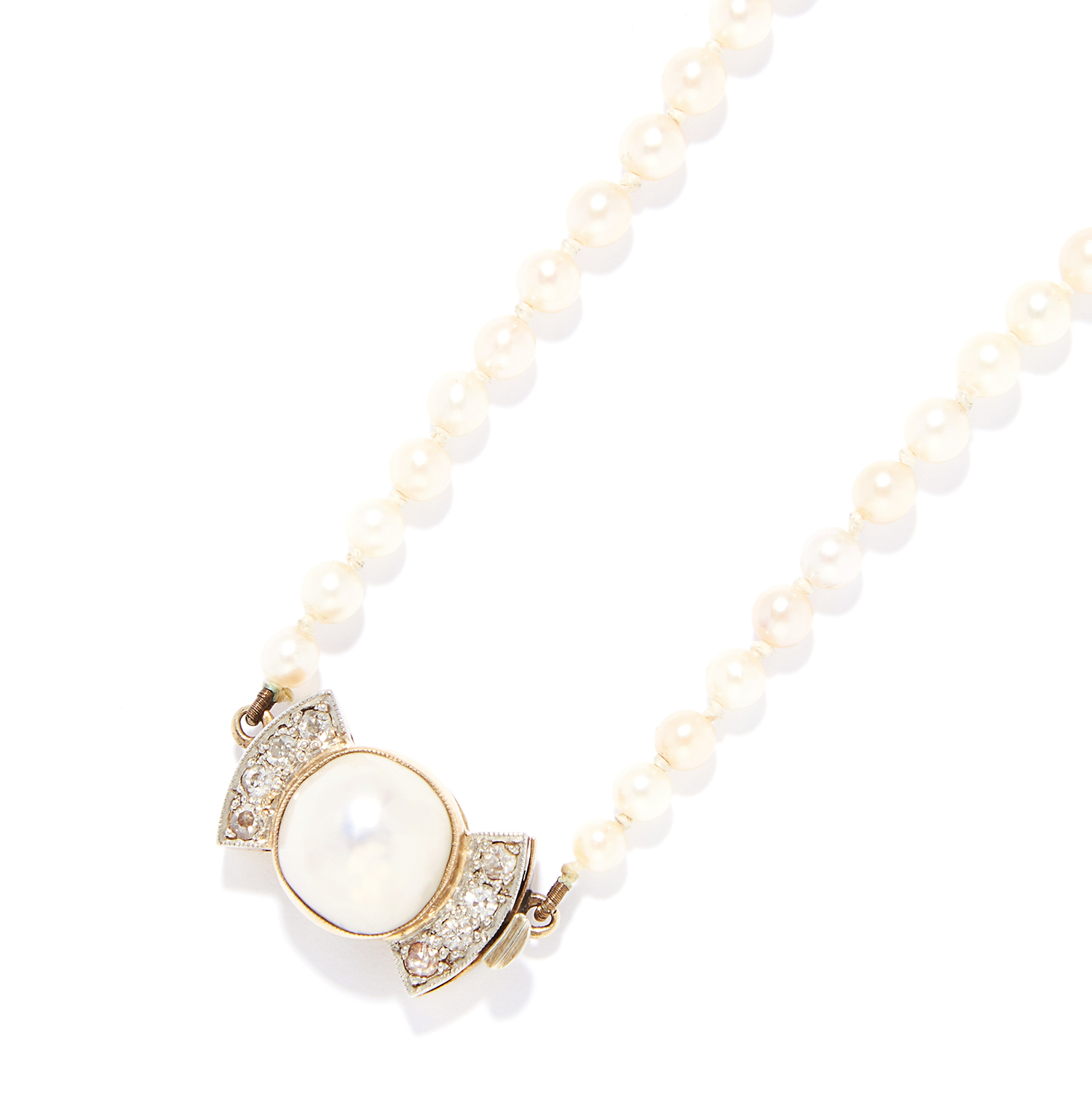 A PEARL AND DIAMOND NECKLACE in yellow gold, comprising of a single row of 127 pearls,with pearl and - Bild 2 aus 2
