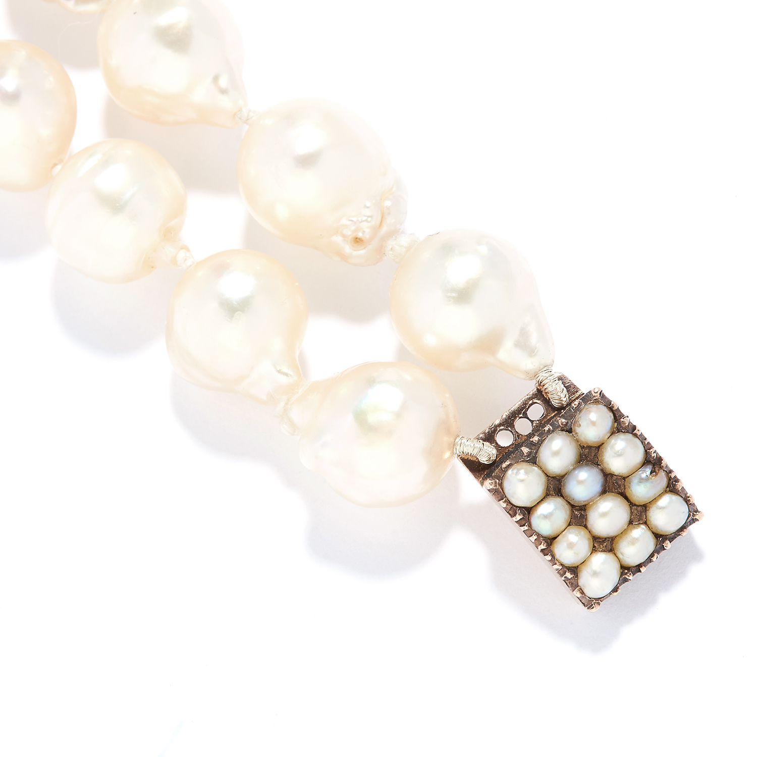 ANTIQUE TWO STRAND PEARL BEAD BRACELET in yellow gold, comprising of two rows of baroque pearls on a - Bild 2 aus 2