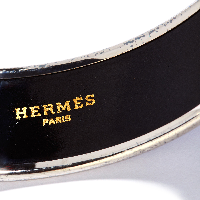 ENAMEL BANGLE, HERMES the body with painted enamel fish motifs, signed Hermes, inner diameter 6.5cm, - Bild 3 aus 3