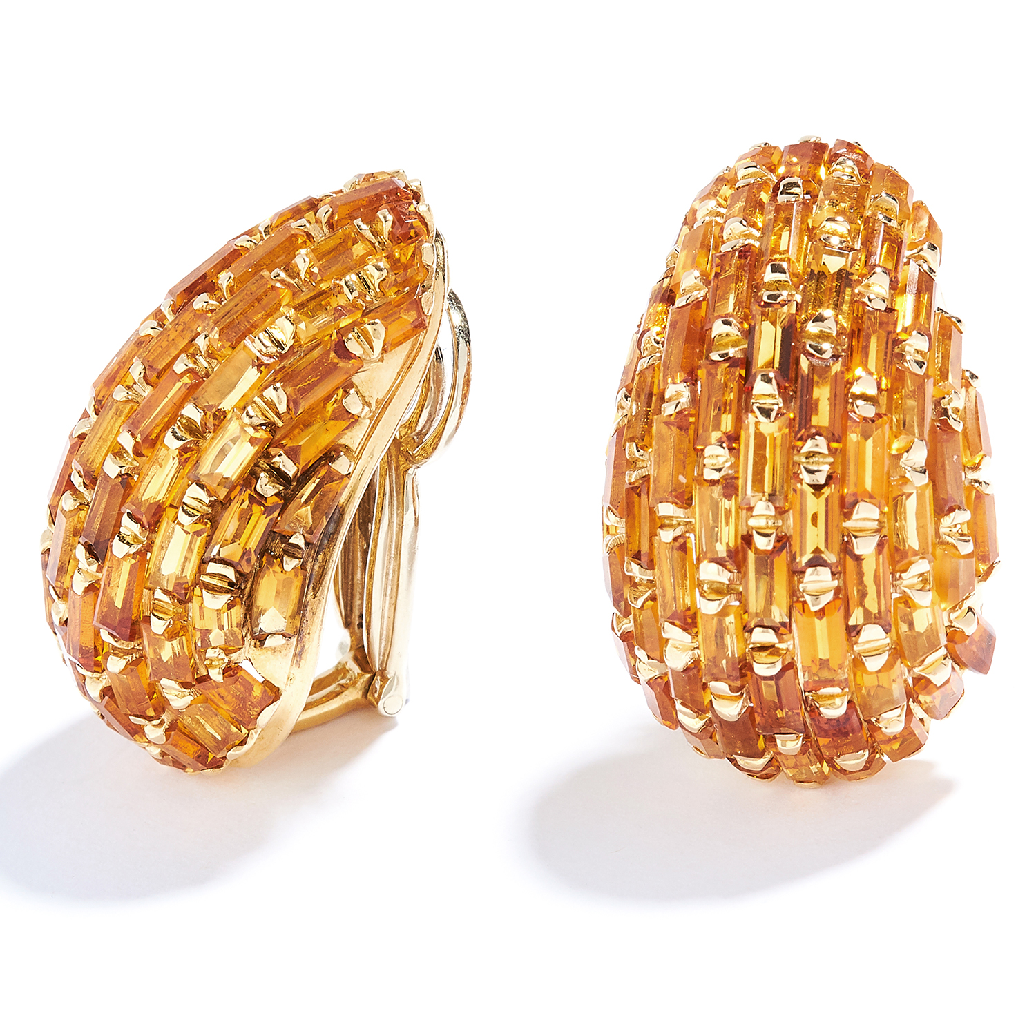 VINTAGE MADEIRA CITRINE CLIP EARRINGS in 18ct yellow gold, set allover with baguette cut citrines, - Bild 2 aus 2