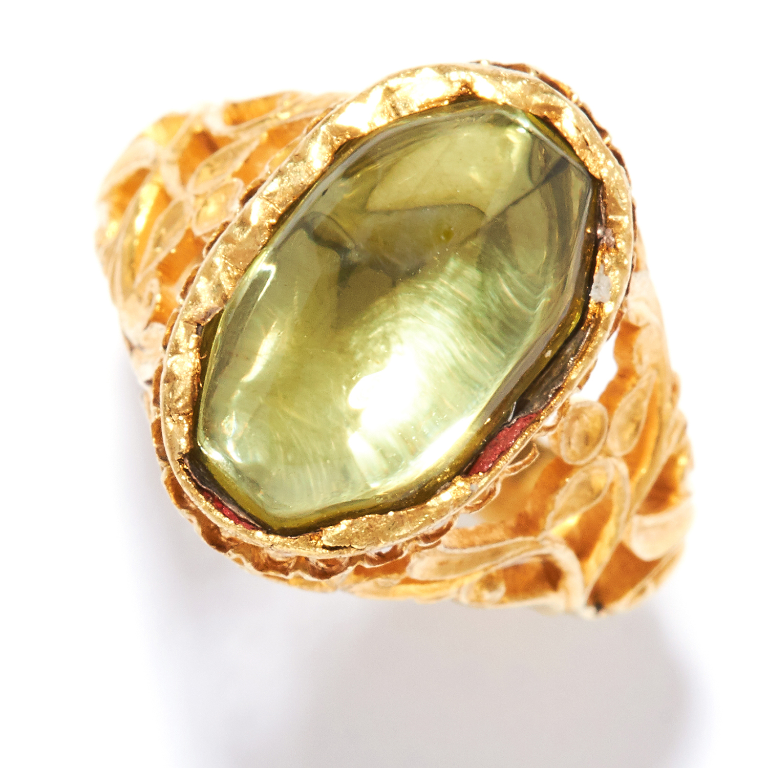 ANTIQUE PERIDOT RING in high carat yellow gold, set with a cabochon peridot in open scrolling