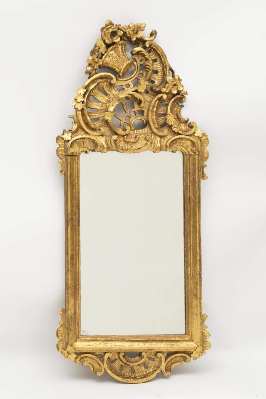 Miroir rectangulaire baroque du xviiie cadre en bois for Miroir baroque rectangulaire