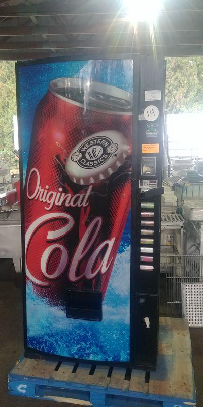 Lot 36 - Royal Vendors Pop Vending Machine with Key
