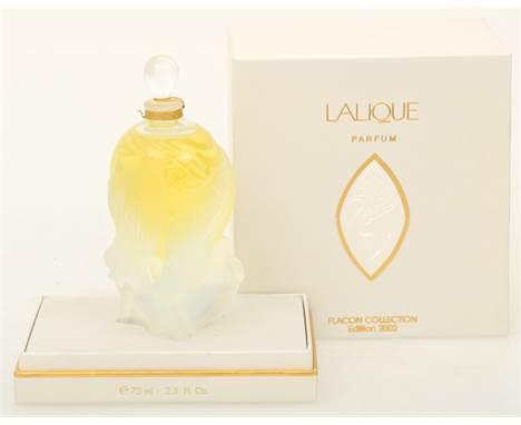 """A Lalique """"Les Elfes"""" perfume bottle, 2002 edition. Marked """"Lalique France"""". Meas. 14 x 6 cm. Estimate: € 250 - € 300."""