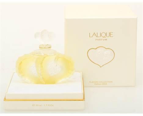 """A Lalique """"deux coeurst"""" perfume bottle, 2004 edition. Marked """"Lalique France"""". Meas. 10 x 11 cm. Estimate: € 250 - € 300."""