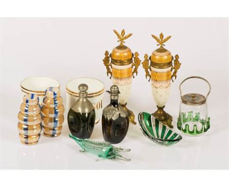 A lot with various items, a.w. (2) tall lidded vases. Together with a green cut glass bowl, a Murano crocodile, and two flask