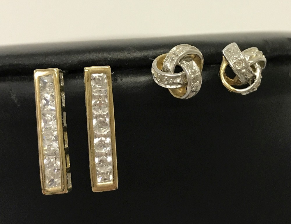 Lot 1031 - 2 pairs of 9ct gold earrings.