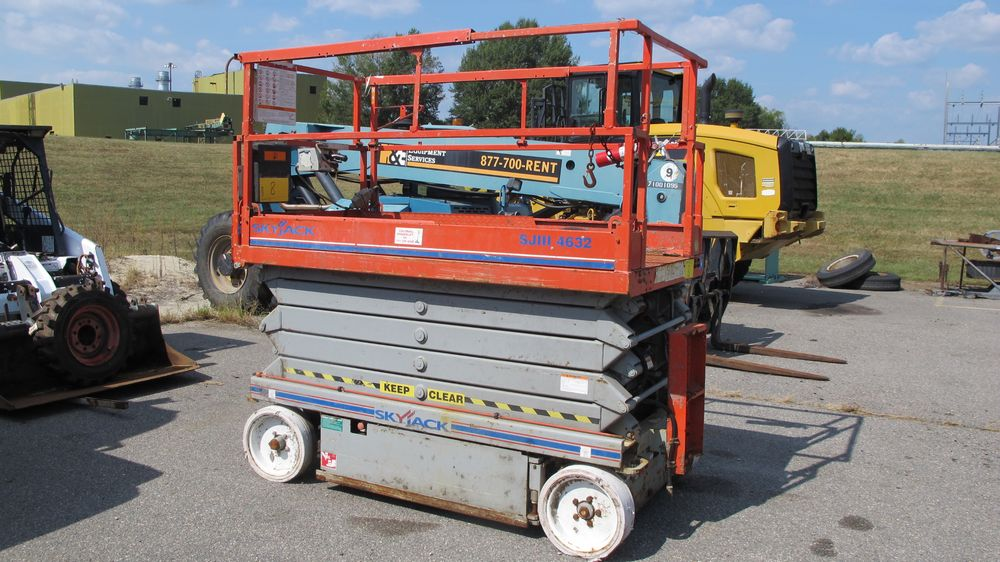 SKYJACK SJ111 SCISSOR LIFT (NEEDS REPAIR) (WAREHOUSE 30 - PARKING LOT) - Image 8 of 8