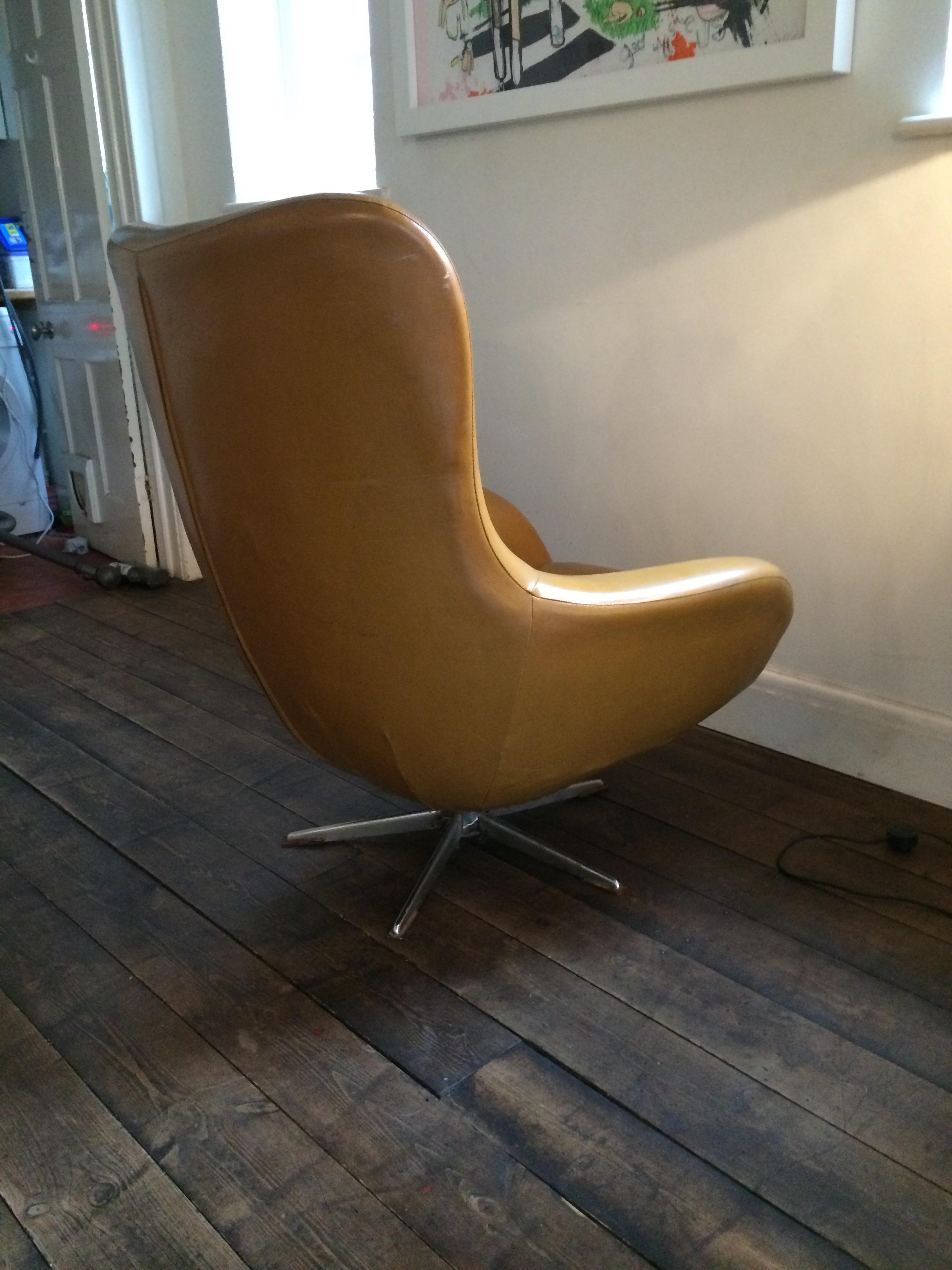 Lot 308   Arne Jacobsen Style Egg Chair Original Vinyl Cover Original 60s/ 70s