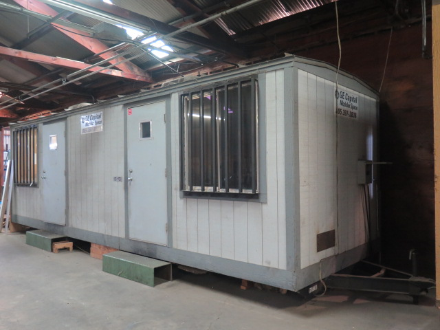 Lot 37 - 1980 Cliff 8' x 32' Portable Office Trailer s/n CT-8896 w/ AC and Heat