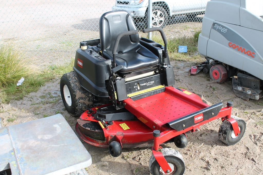 Lot 2040 - ZORRO ZERO TURN MOWER KEY IN P/CABIN