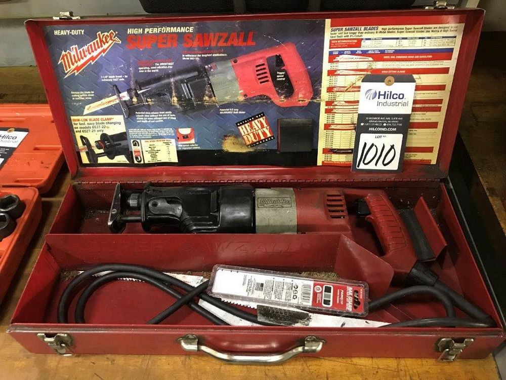 Milwaukee Cat # 6527-21 Electric Sawzall - Image 2 of 2