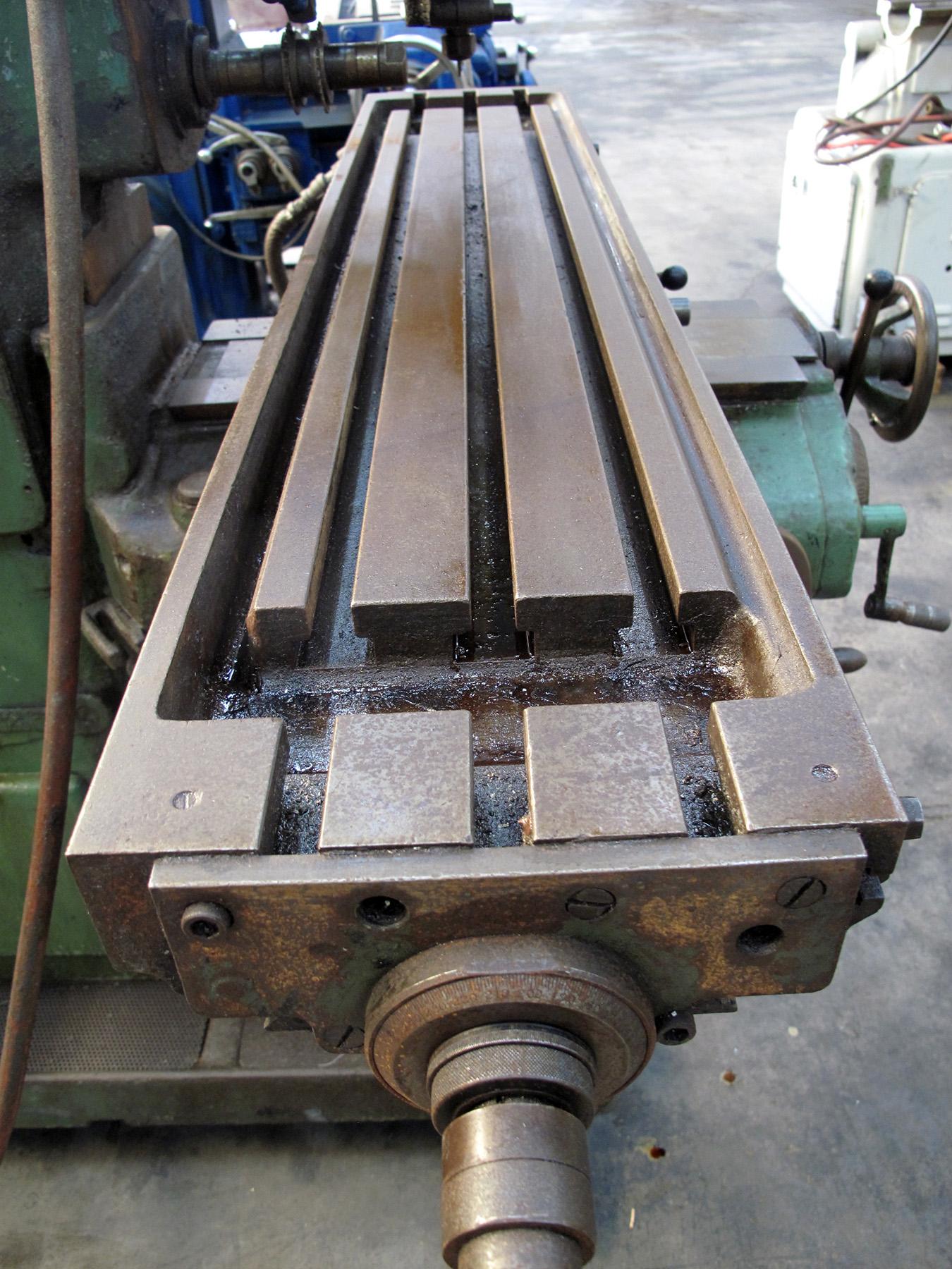 "Lot 52 - PLAIN HORIZONTAL MILL, BROWN & SHARPE NO. 2 MANUAL TYPE, 7-1/2"" x 40-1/4"" table working surface,"