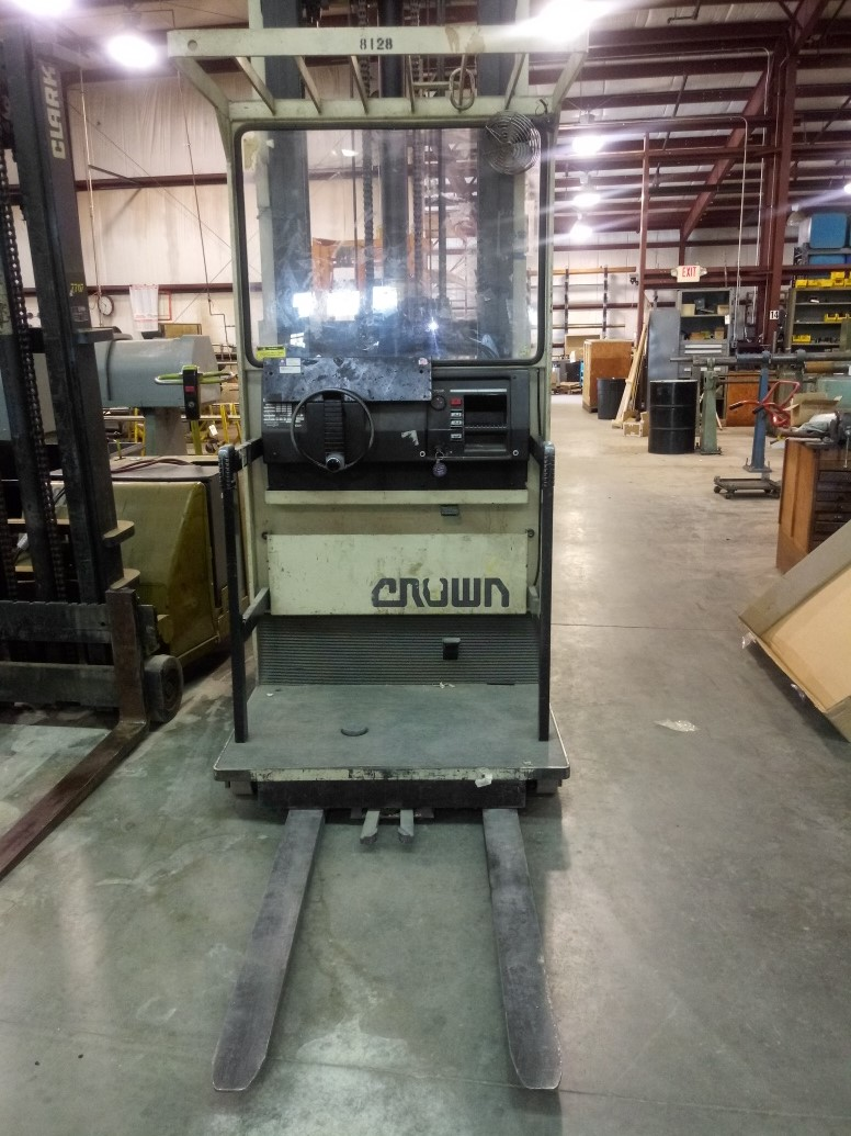 Lot 209 - Crown Parts picker: Does not lift, Battery good, Moves