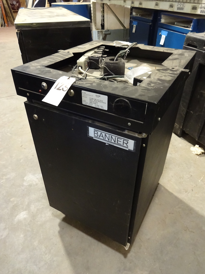Lot 125 - Beverage Air 1/2 Barrel Beer Cooler, with Top (Kegerator)