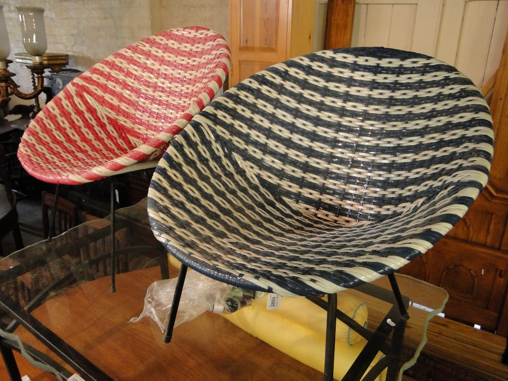 Pair of vintage plastic easy chairs on wirework metal bases for Plastic easy chair