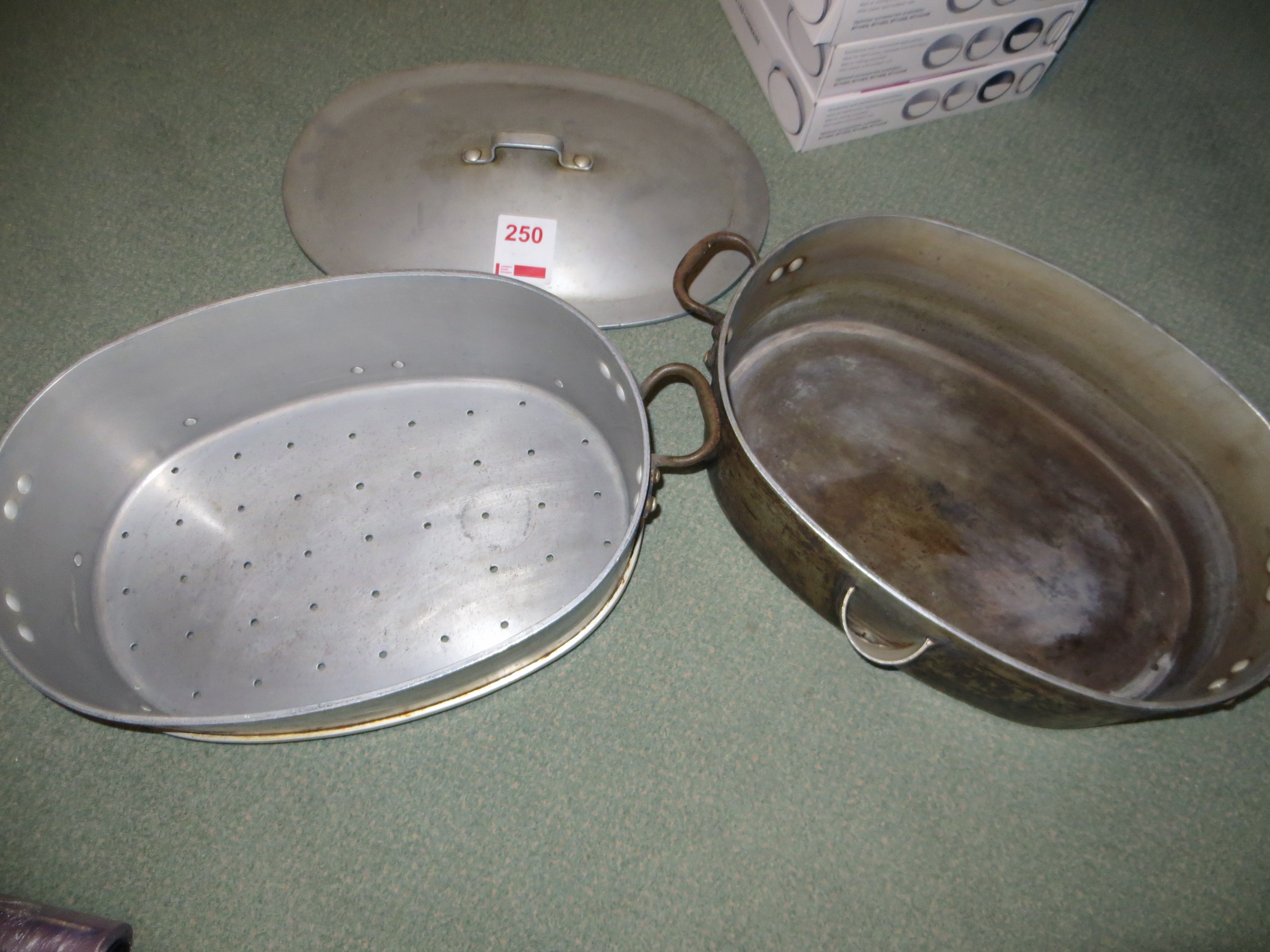 Lot 250 - Dutch cooking pot