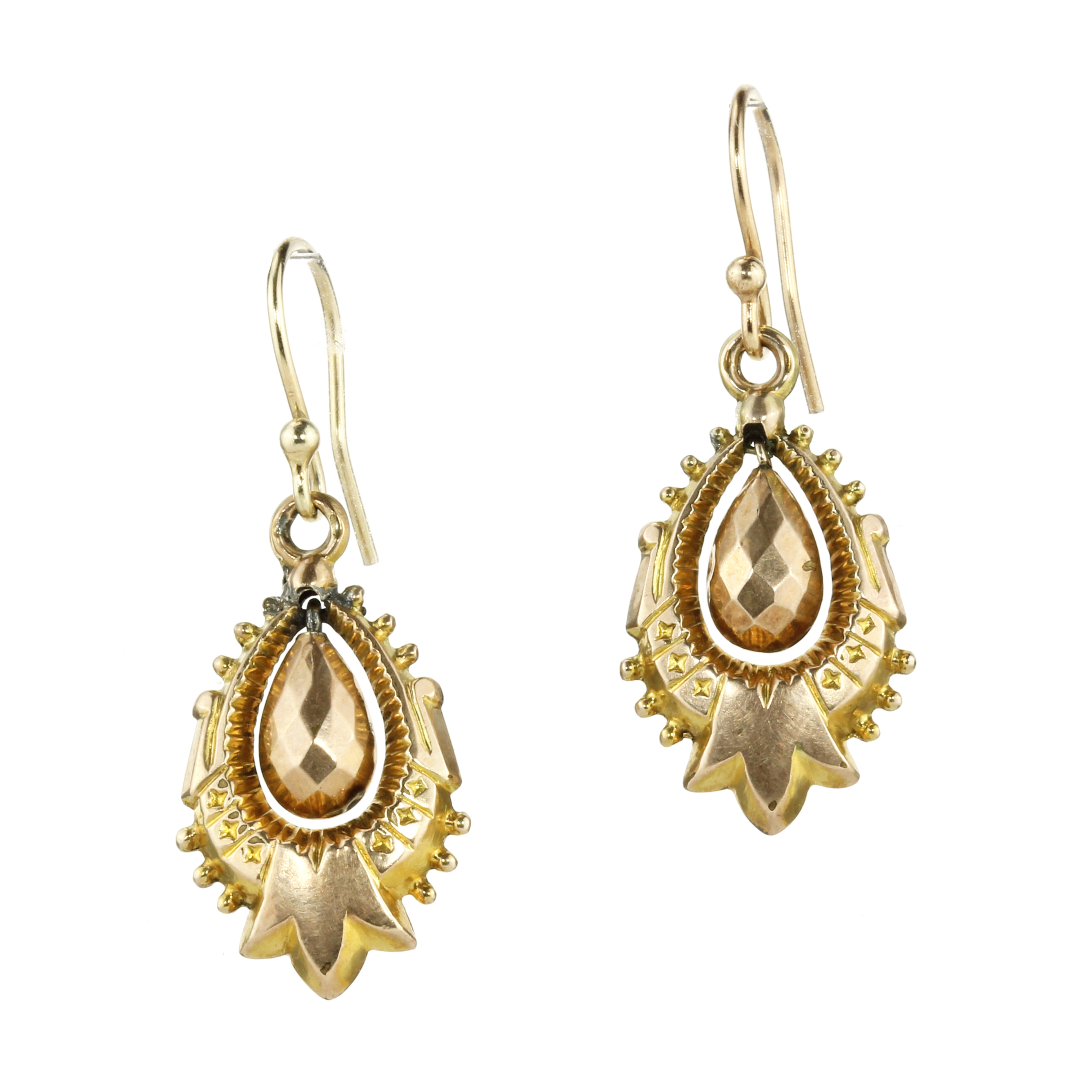 Los 23 - A PAIR OF ANTIQUE ARTICULATED EARRINGS in yellow gold, each designed as a central faceted teardrop