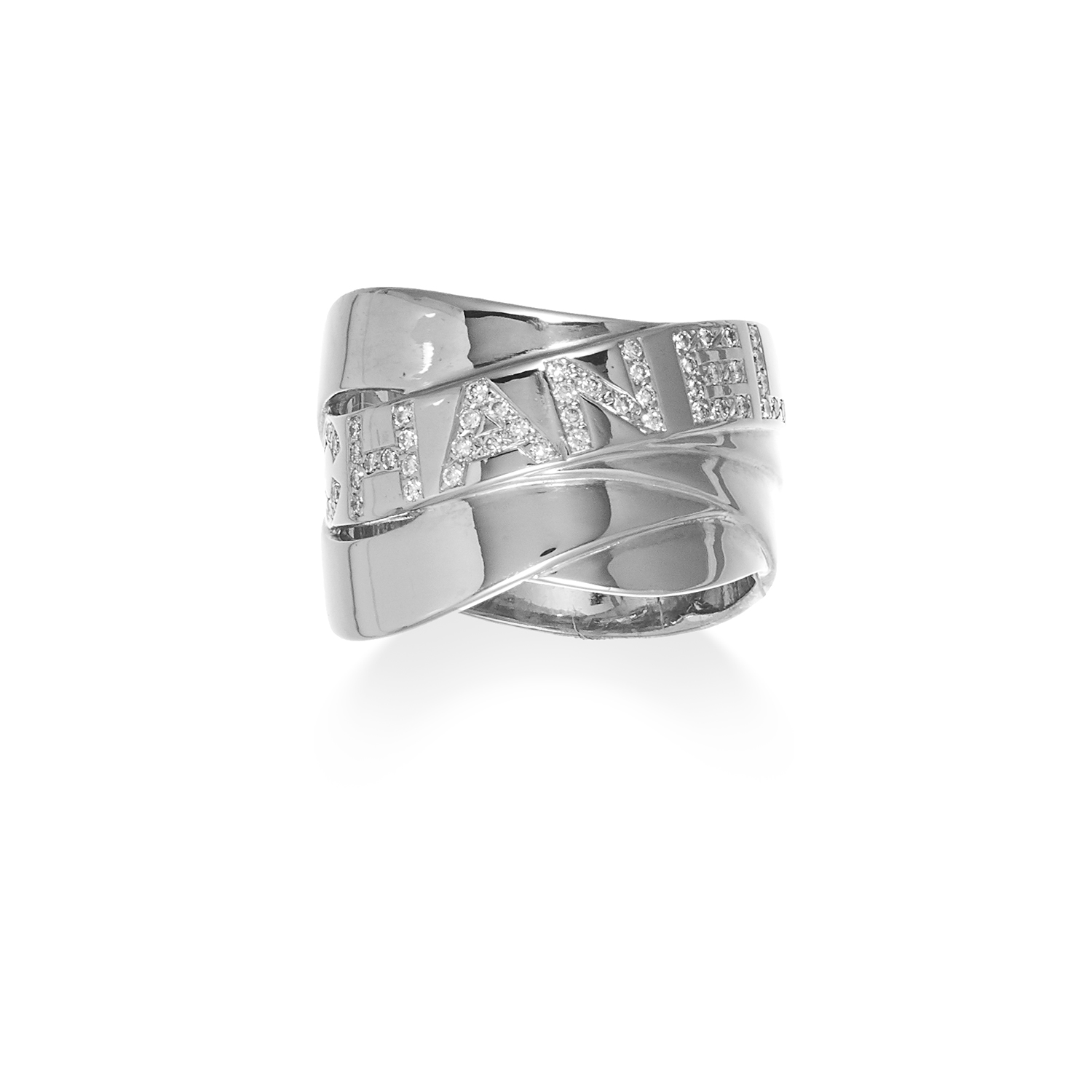 Los 5 - A DIAMOND BAND RING, CHANEL in 18ct white gold, designed as a trio of overlapping bands, signed