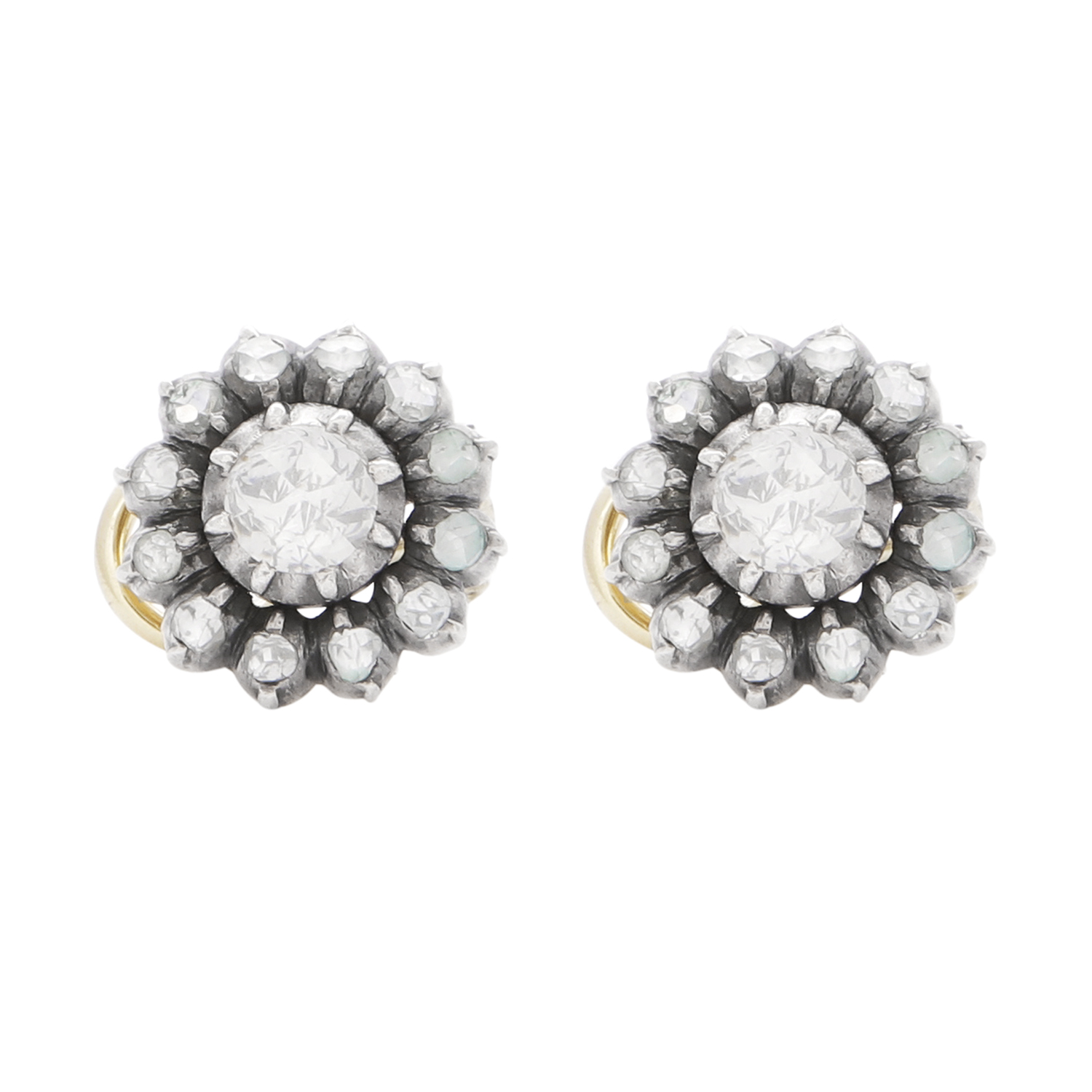 Los 40 - A PAIR OF DIAMOND CLUSTER EARRINGS, 19TH CENTURY in yellow gold and silver each set with a central
