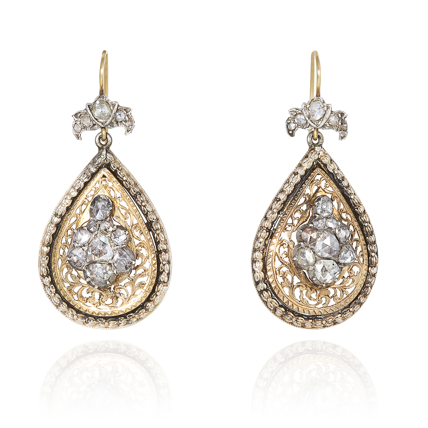 Los 14 - A PAIR OF DIAMOND EARRINGS in high carat yellow gold and silver, each set with a cluster of rose cut