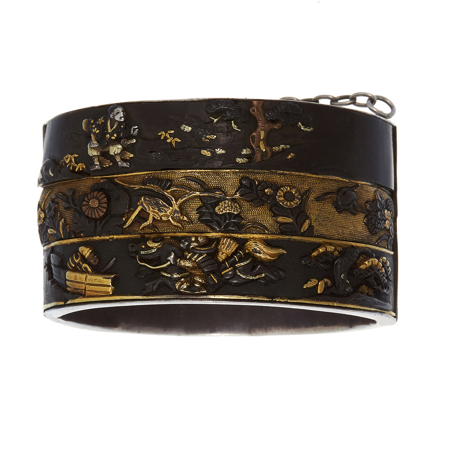 Los 423 - AN ANTIQUE JAPANESE SHAKUDO BANGLE in gold and silver, featuring high relief decoration depicting